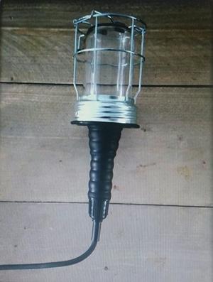 Looplamp Met Metalen Korf.Industrie Look Noemen Wij Deze Zwarte Looplamp Aan De Korf